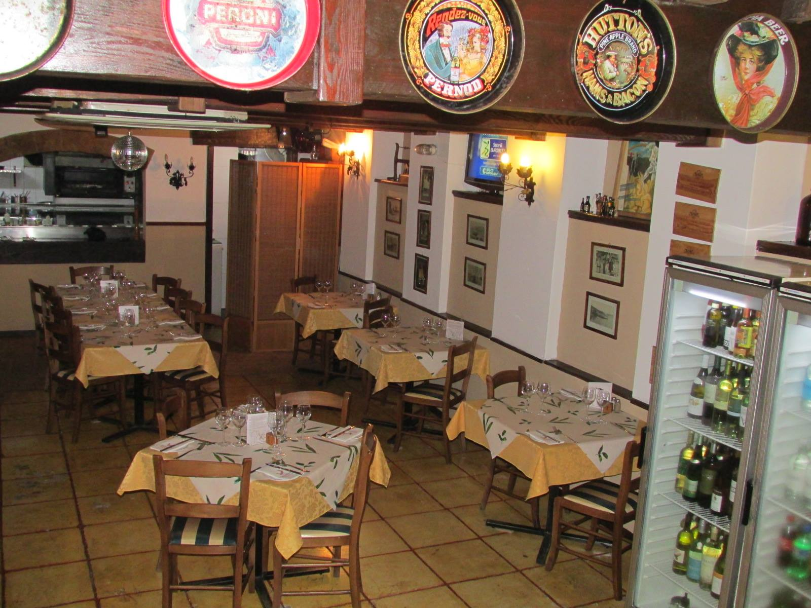 Mezzaluna restaurant bugibba for Authentic mediterranean cuisine