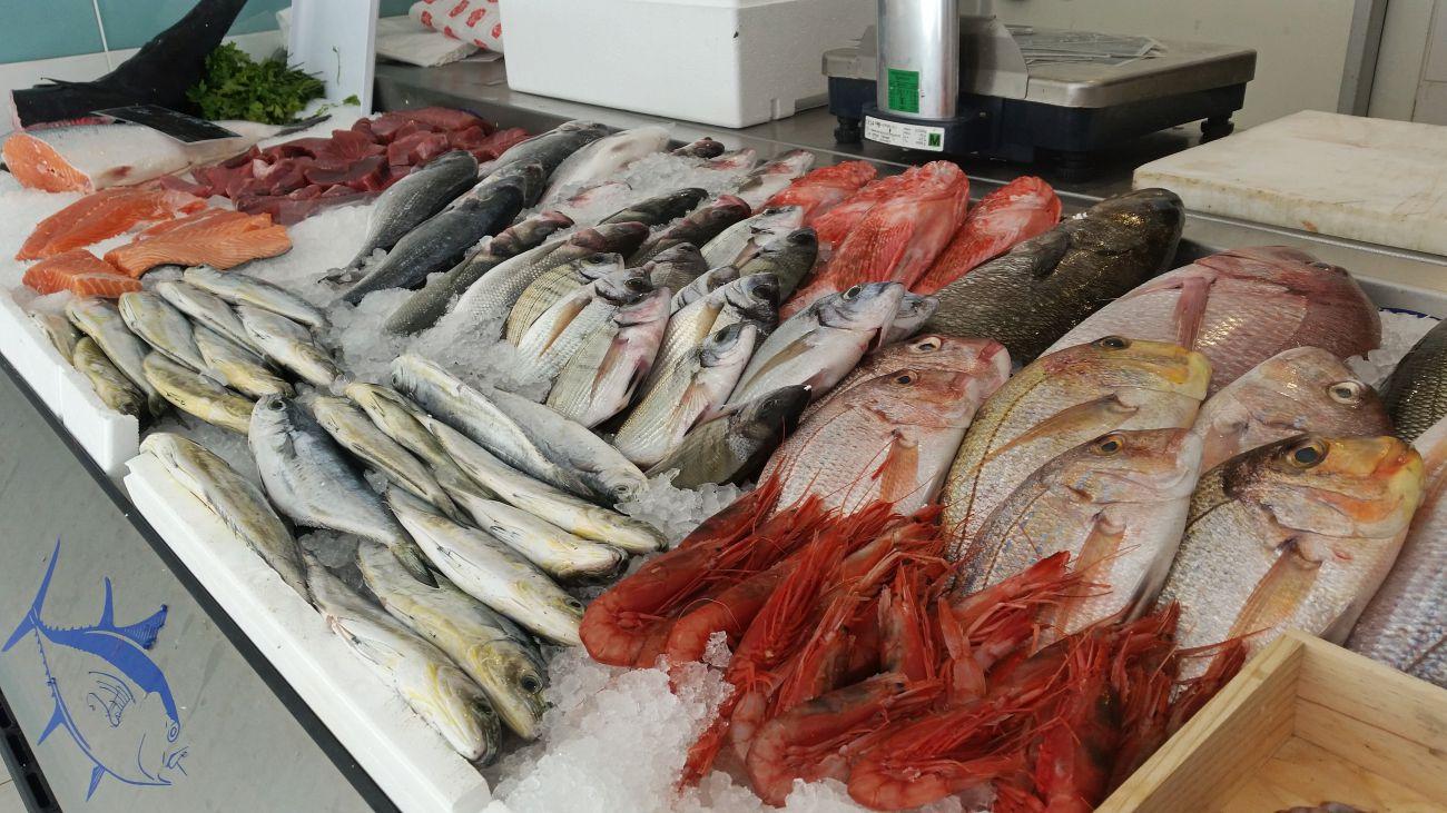 Fish shop in bugibba qawra st paul s bay malta for Two fish apparel